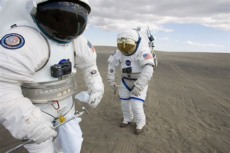 traje de astronauta astronaut helmet universe today
