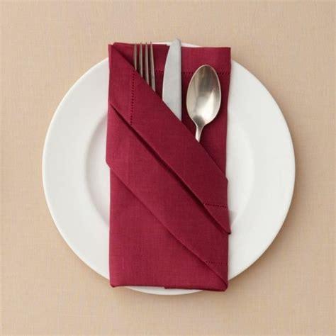 bestecktaschen falten servietten falten und eine kreative tischdeko zu ostern