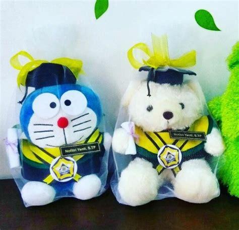 Boneka Wisuda Doraemon doraemon boneka wisuda unib kado wisudaku