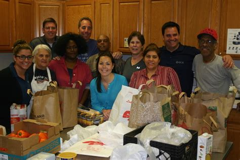Rogers Park Food Pantry by Gcg Supplies Families With Groceries At The Howard Area