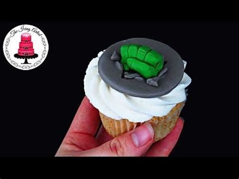 modelar en fondant mano de hulk m 225 s de 25 ideas incre 237 bles sobre tartas de cumplea 241 os de