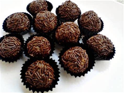 Bola Biskuit Lapis Coklat 100 Gr kumpulan aneka resep