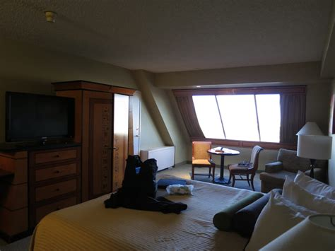 Rooms At The Luxor Pyramid by Pyramid Deluxe Room Yelp