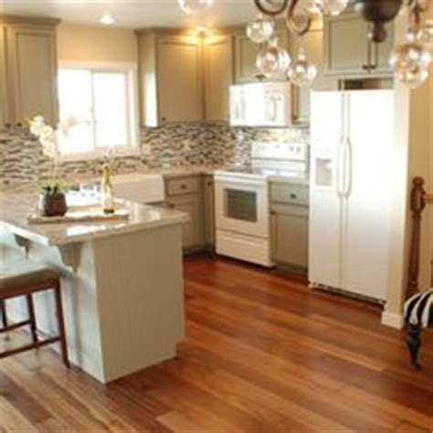 kitchen cabinet colors with white appliances 1000 ideas about white appliances on