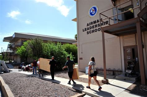 Veterans Furniture Donations by Dvids News Als Students Donate Furniture To Veterans
