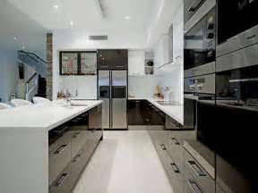 Modern U Shaped Kitchen Designs Modern U Shaped Kitchen Design Using Stainless Steel