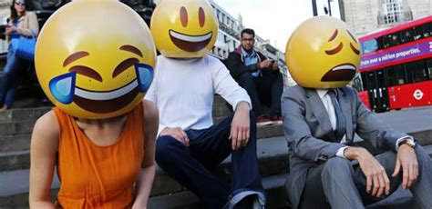 emoji derajat yuk kita peringati hari diciptakannya emoticon oleh giri