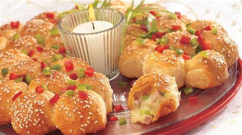 christmas tree appetizer pillsbury cheesy ham and biscuit pull apart wreath recipe from pillsbury
