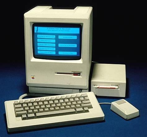 Mac Desk Top Computers Apple Quot Classic Quot Macintosh Personal Computer Newsdesk