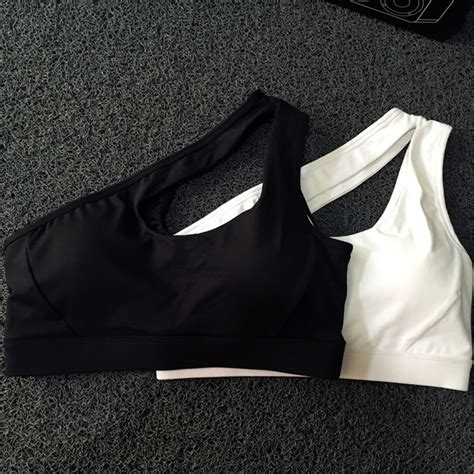 Sport Bra Resleting Baju Olahraga Wanita Pilates Running Senam 1 sport bra wanita one shoulder size s black jakartanotebook