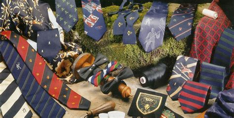 Dasi Garis Abu By Papillon 5 jenis dasi yang wajib dimiliki pria