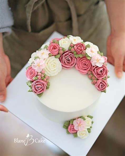 Cake Decorating Flowers Buttercream by 17 Best Ideas About Buttercream Flower Cake On