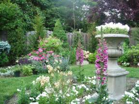 File an english garden designed by andrea lynn fisher jpg