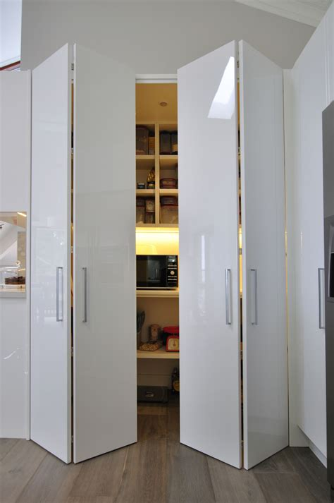 pantry bifold doors  images bifold closet doors