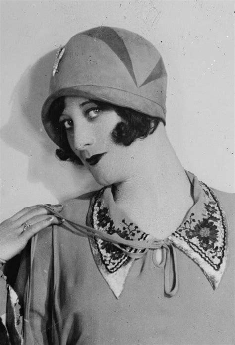 vintage portraits  beautiful women  cloche hats
