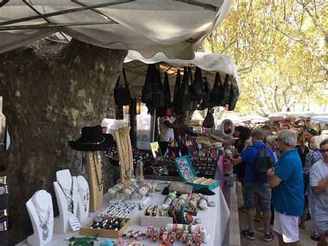 חוות דעת על place des lices market סן טרופז צרפת