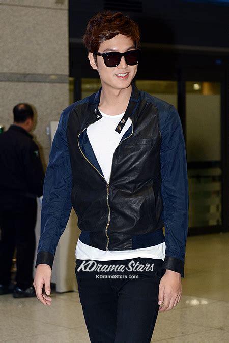 Jaket Style Min Ho min ho in chic leather jacket returning to korea from