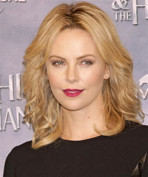 Charlize Theron Hairstyles by Charlize Theron S Best Hairstyles To Copy In 2017
