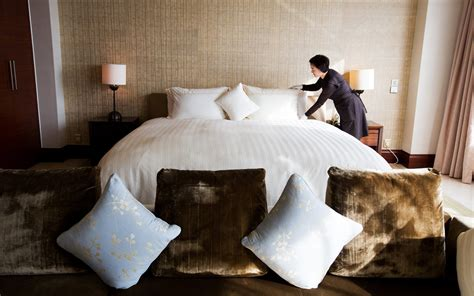 how much tip for hotel room here s how much you should be tipping hotel housekeeping travel leisure