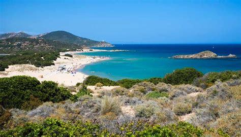 sulla spiaggia sardegna il mare pi 249 bello d italia 232 a chia ecco le sue spiagge
