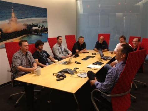 elon musk desk 世界上最励志的企业家和创业者elon musk的一天 36氪