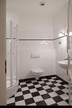 traditionelle weiße küche badezimmer badezimmer schwarz wei 223 gefliest badezimmer