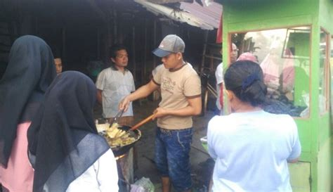 cerita haru penjual nasi  gratiskan dagangan tiap jum