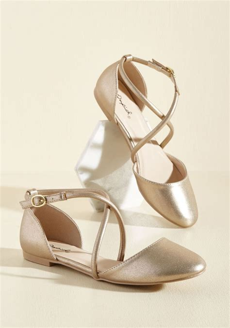 Golden Flats by 25 Best Ideas About Gold Wedding Guest On