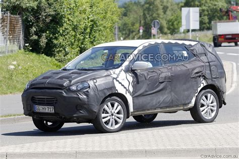 hyundai crossover 2009 2009 hyundai ix35 crossover suv spied photos 1 of 5