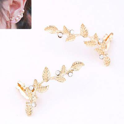 Anting Fashion Cylinder Shape Decorated Tassle Design carters gold color decorated leaf shape design