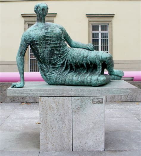 henry moore reclining woman fatihah s sculpture