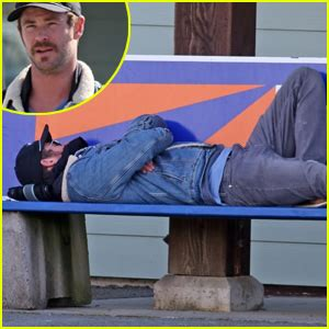 how much can chris hemsworth bench celebrity gossip and entertainment news just jared page 15