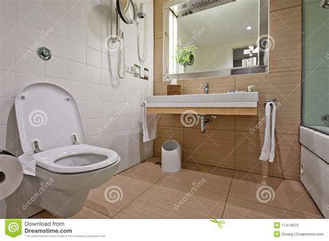 Handicap Bathroom Design salle de bains moderne avec le bassin de toilette photos