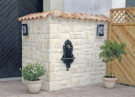 steinmauer mediterran mauerabdeckung aus dachziegeln auf steinmauer steinmauer