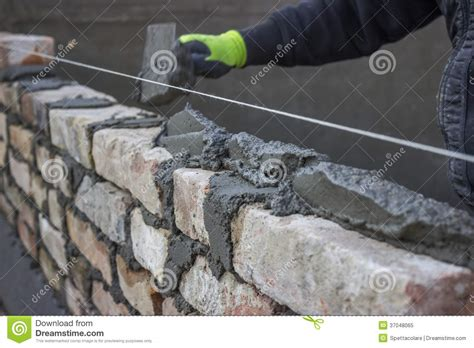 Mattress Joint by Build A Brick Wall Bricklaying Spreading A Bed Joint
