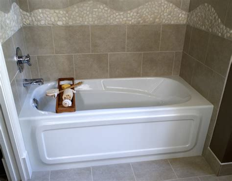 small tubs for small bathrooms 8 soaker tubs designed for small bathrooms small bath