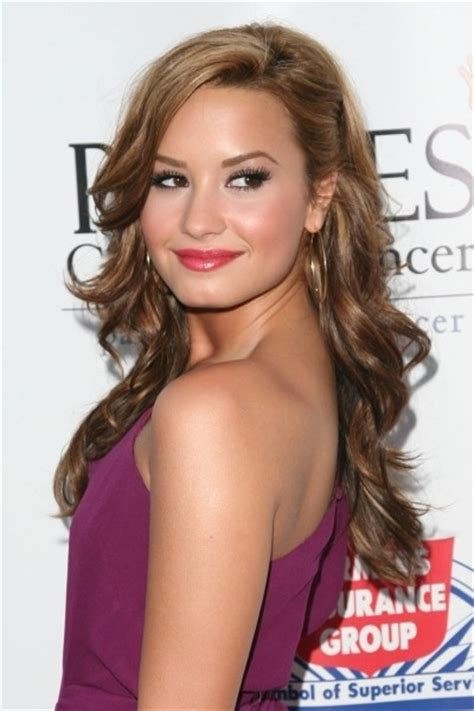One Side Hairstyles Accessories by Wavy Hair With One Side Pinned Back Accessories And