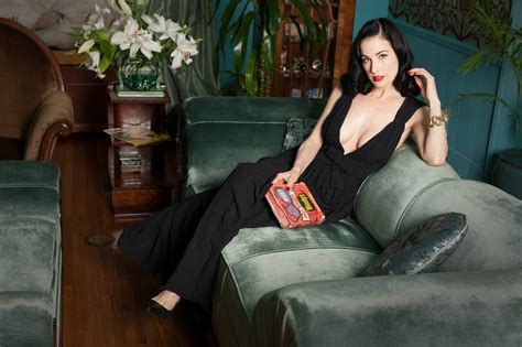 dita being dita at home with burlesque dita