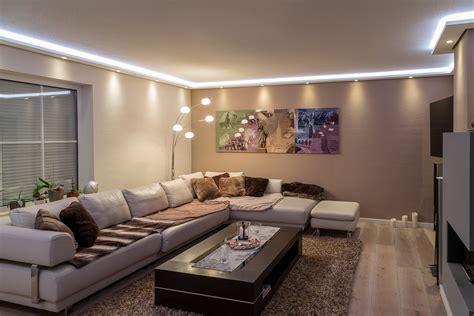 wandbeleuchtung wohnzimmer stuckleisten lichtprofil f 252 r indirekte led beleuchtung