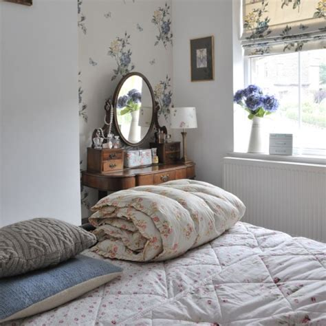 Small Bedroom Decorating Ideas Uk Small Bedroom Ideas Housetohome Co Uk