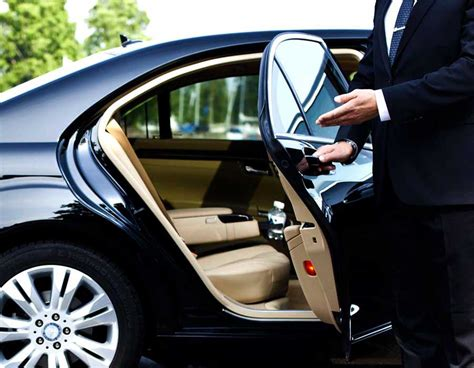 Limousine Airport Transfers by Airport Transfer Melbourne