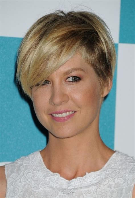 hairstyle wedge at back bangs at side jenna elfman wedge haircut with side swept bangs for women