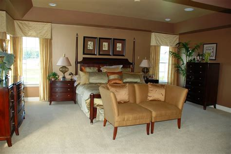 paint ideas for bedroom with cherry furniture
