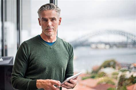how can a 50 year old man look younger επεμβάσεις για άντρες πλαστικός χειρουργός κεραστάρης