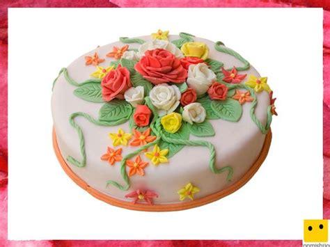 tartas en flor el tartas para la primera comuni 243 n de los ni 241 os pastel decorado con flores
