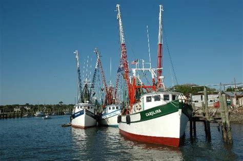 shem creek shrimp boats tb2tf5p travel bug dog tag town of mount pleasant sc