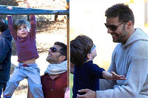 Matteo y Valentino, los hijos de Ricky Martin, disfrutan ... Mama De Los Hijos De Ricky Martin