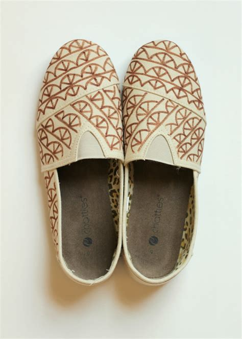 diy toms shoes diy toms knock offs 183 how to paint a pair of patterned