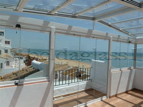 cerramiento de terraza compuesto por techo movil de