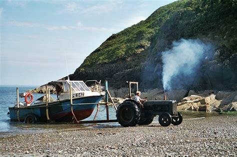 great lobster boat beaching a lobster boat porth meudwy 169 robin drayton